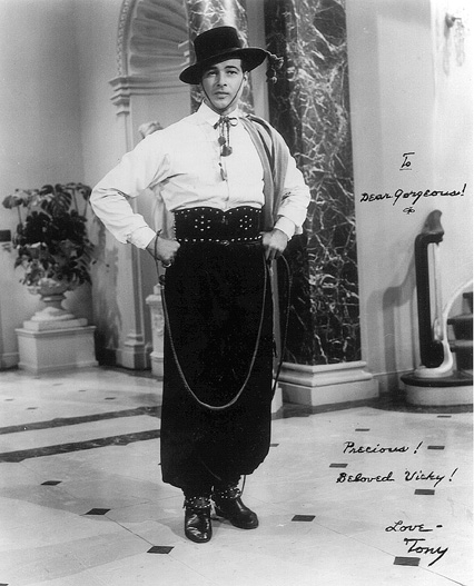 Anthony Dexter as Rudolph Valentino in the film Valentino (1951)
